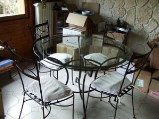 Table et chaises en fer forgé et verre