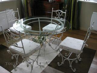 Table et ses 4 chaises