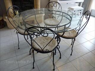 Table fer forgé plateau en verre et 4 chaises