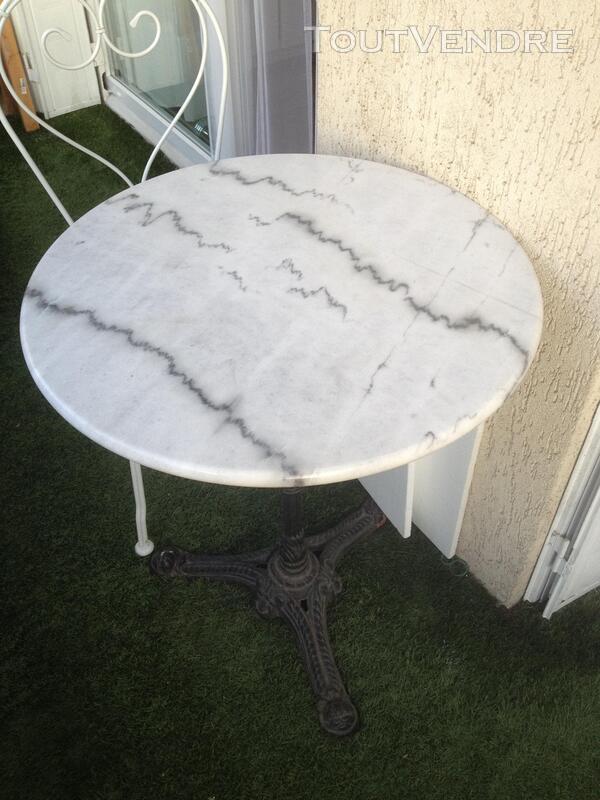 Table guéridon et deux chaises 143726904