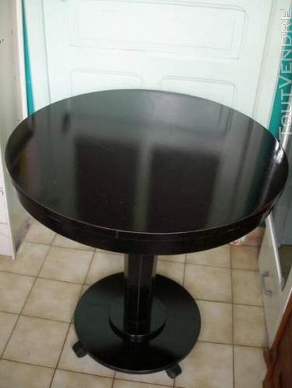 Table guéridon Style art déco en bois laqué noir 119933605