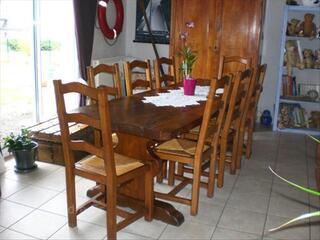 Table monastére et 8 chaises en chêne massif