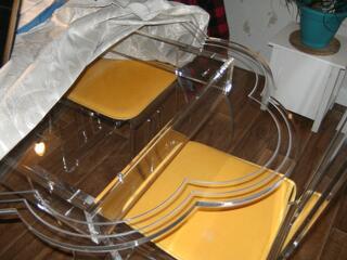 Table plexiglass