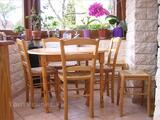 TABLE RONDE + 4 CHAISES + 2 TABOURETS