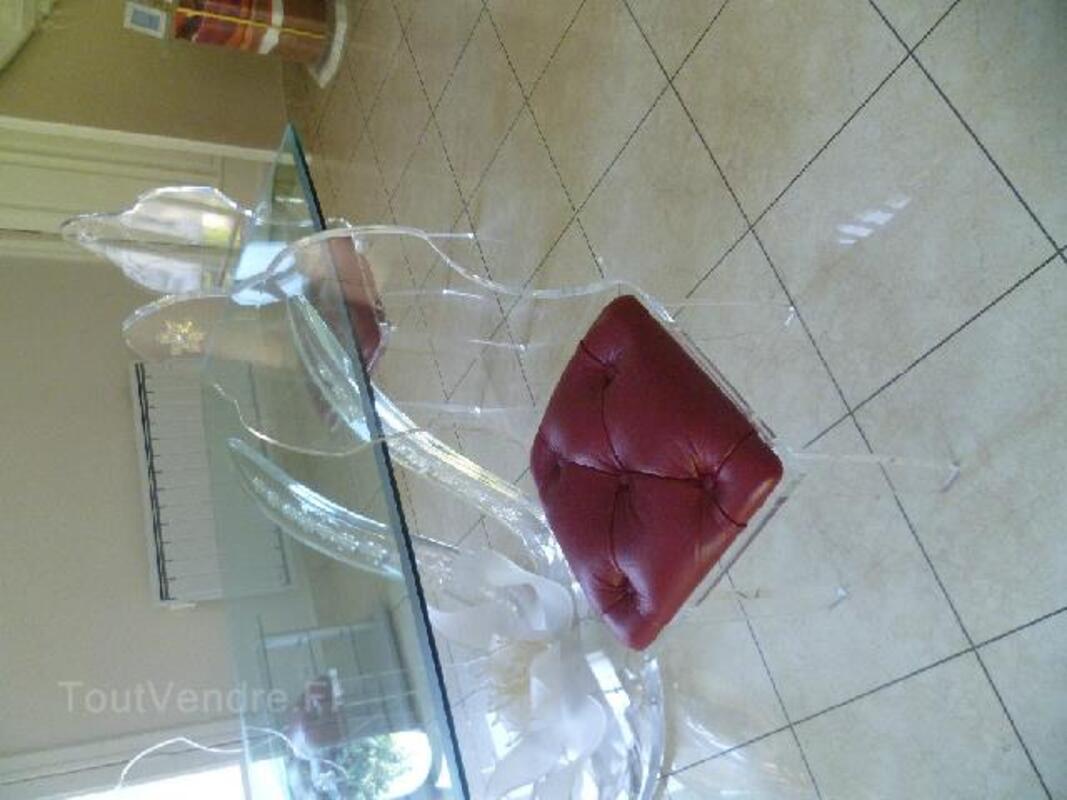 Table verre et chaises plexiglas 90789940
