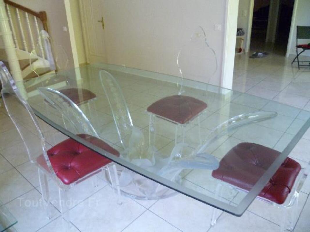 Table verre et chaises plexiglas 90789941
