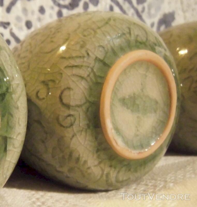 Tasses en CELADON Vert Jade décor floral incisé 116983492