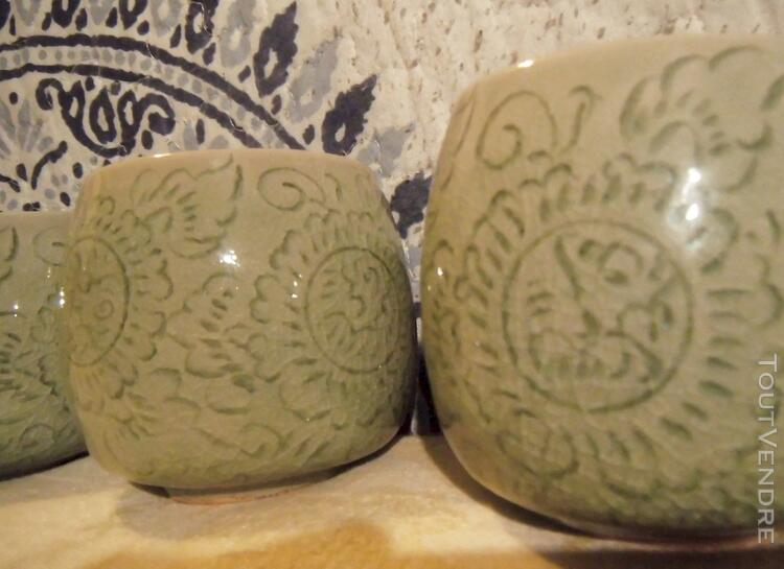 Tasses en CELADON Vert Jade décor floral incisé 116983493