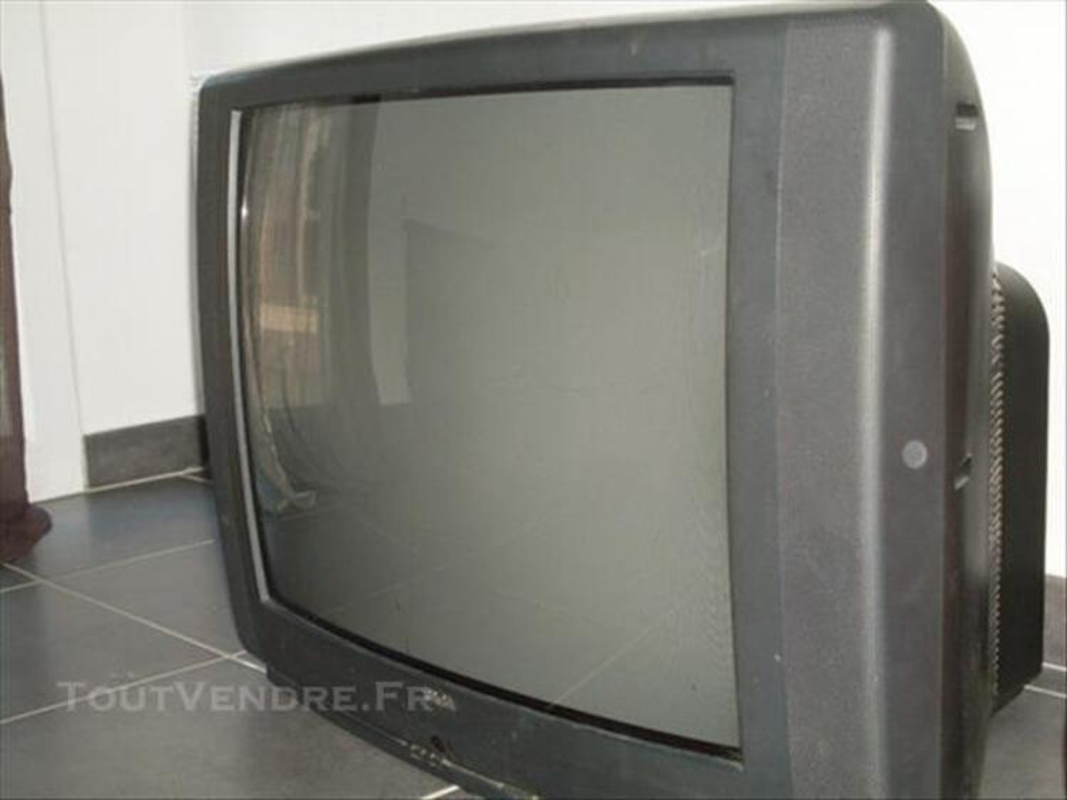 Téléviseurs noirs petit et grand format 85965523
