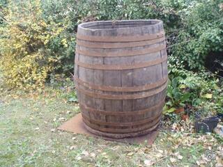 Tonneau en chêne 1500 litres environ.