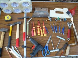 Tournevis/marteaux /clés à molette/pistolet à colle/