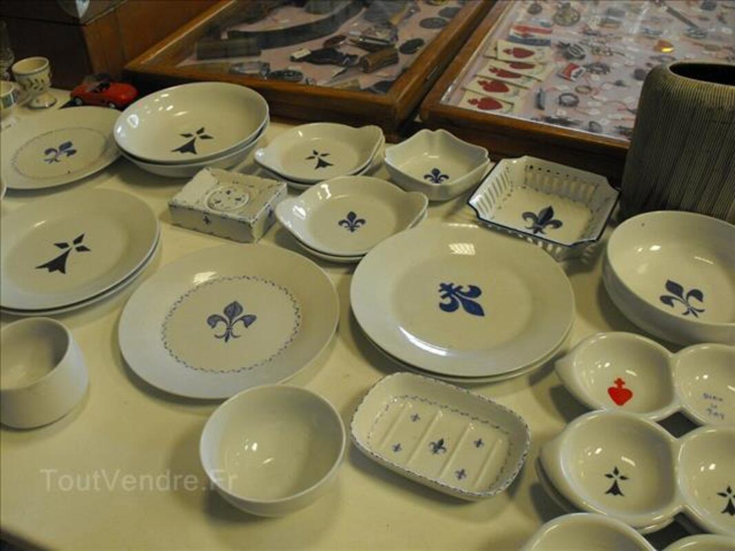 Vaisselle en porcelaine fleurdelisée 91152703