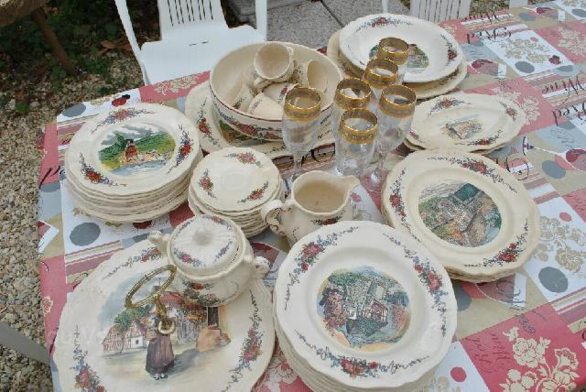Vaisselle et mobilier ancien 102503497