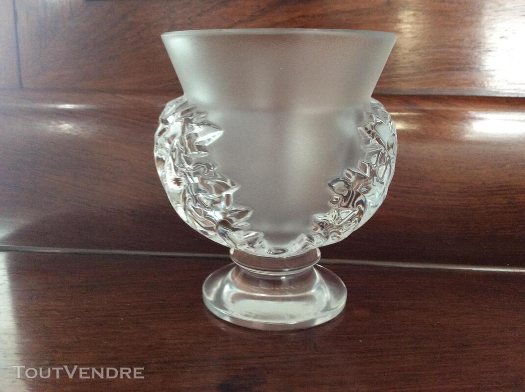 Vase en Cristal Lalique modèle St Cloud 395529885
