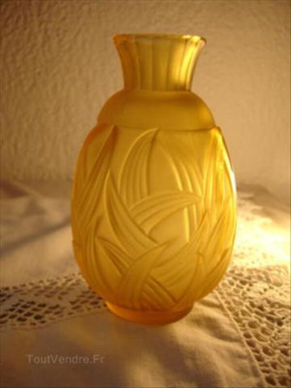 Vase en verre opalescent jaune 55929591