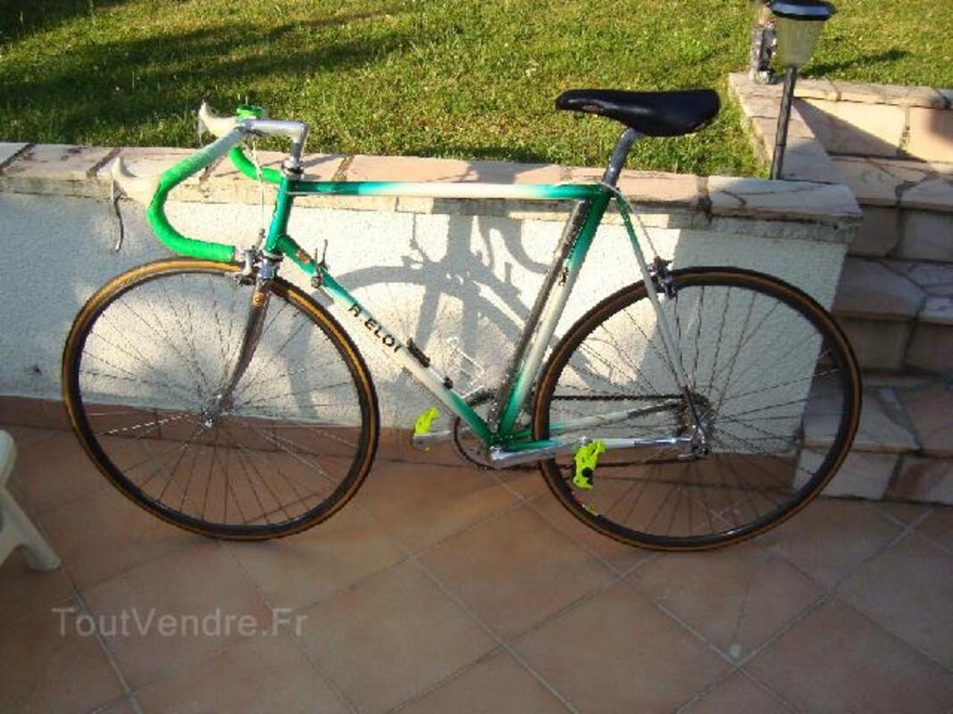 Vélo course compétition 92210722