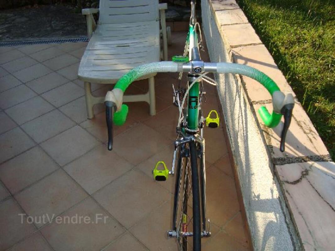 Vélo course compétition 92210723