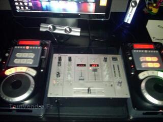 Vend Pioneer DJM 300 S + 2 Numark Axis 9