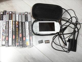 Vend PSP + 9 jeux et 1 film