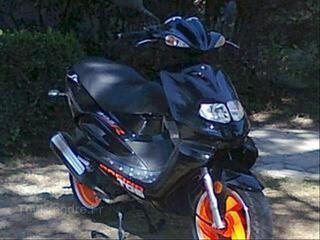 Vend scooter 50cm3TGB HAWK R