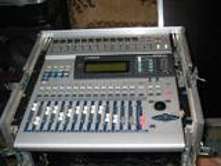 """Vend table de mixage numérique """"Yamaha 01v"""""""