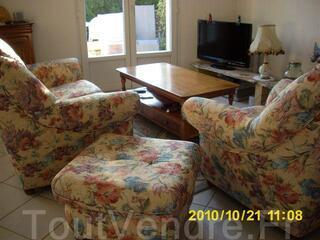 Vends banquette+fauteuil+pouf et table basse (merisier )