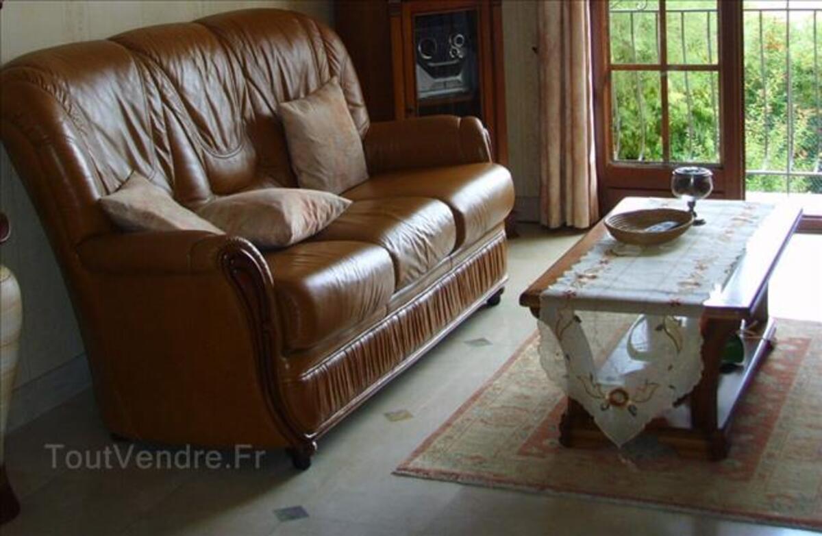 Vends canapé cuir + 1 fauteuil trés bon état 88337039