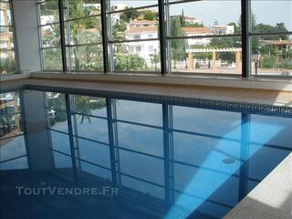 Villa avec piscine chauffée tennis et vélos