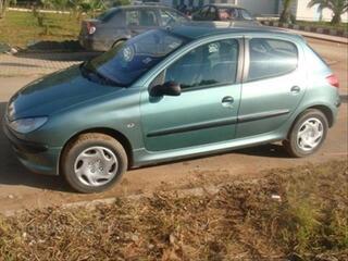 Voiture Peugeot 206 verte