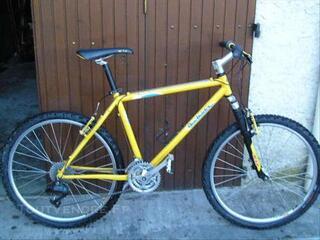 VTT Rockrider 5.3 DECATHLON jaune comme neuf.