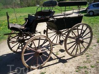 Wagonnette - charrette - attelage hippomobile à restaurer