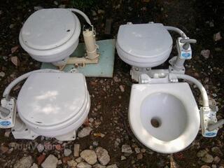 WC + Pompe à eau.