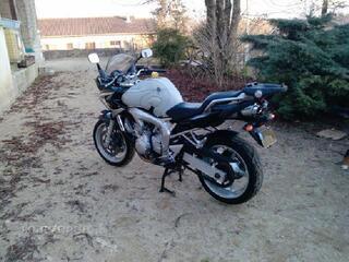 Yamaha fzs600cm3