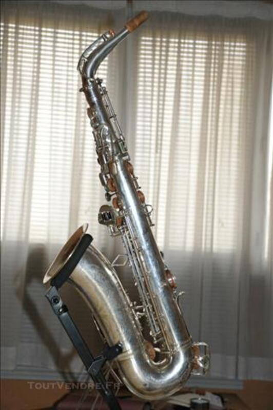 Ancien saxophone alto DOLNET modèle impérial.