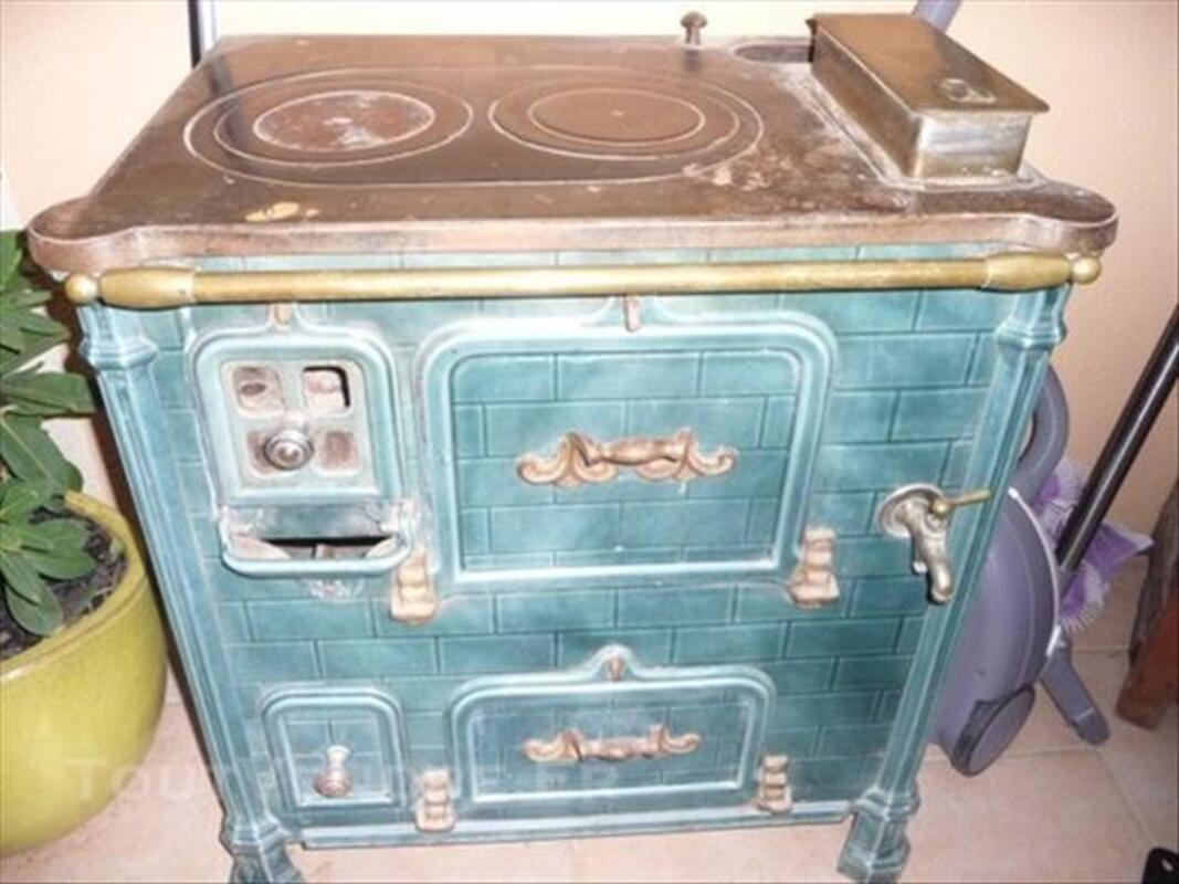Super Ancienne cuisinière émaillée en fonte Mazerolles 64230 Collection  ZA12