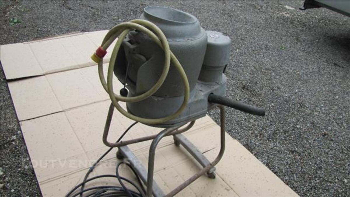 Eplucheuse électrique à pomme de terres
