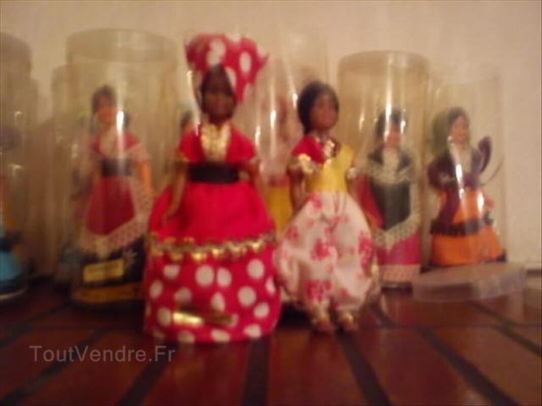 Poupées de collection en costumes traditionnels
