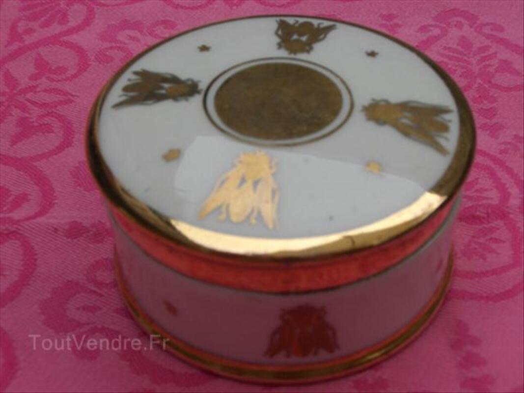 Les boites dans la maison . - Page 3 Style-Empire,-jolie-bo%C3%AEte-porcelaine-motif-abeilles_64423046L