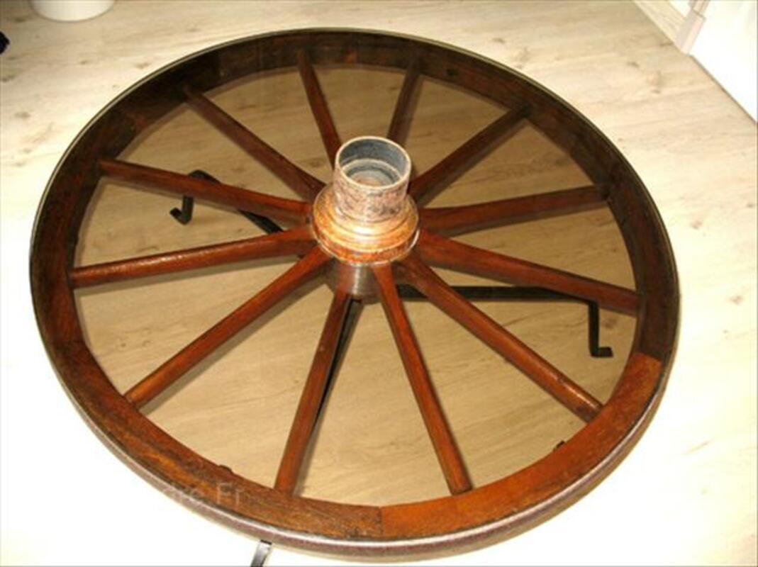 Table basse roue de charrette 93 cm de diamètre.