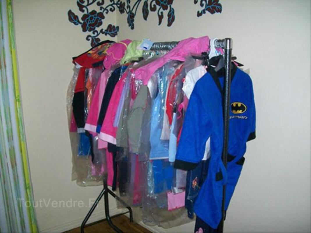 Vente d'un gros lots de vêtements pour enfants