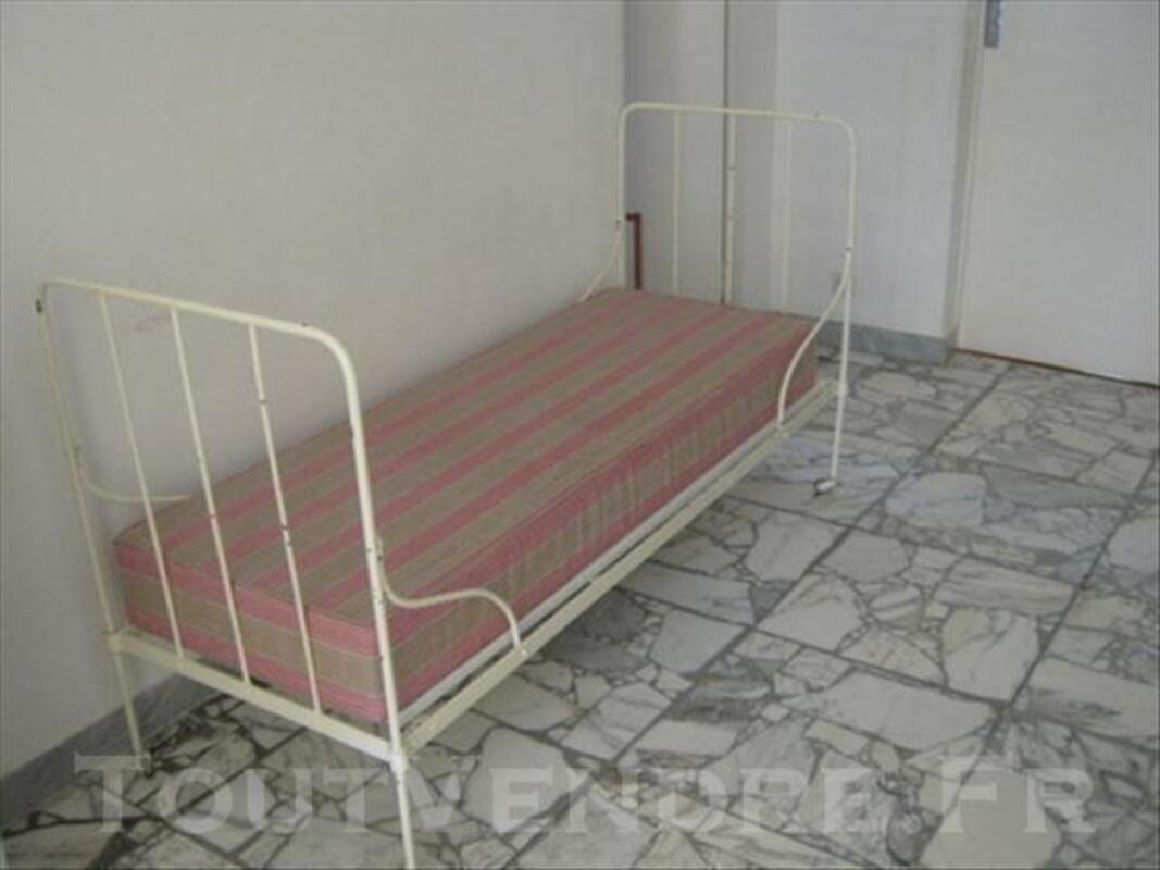 lit canapé ancien en fer forgé blanc cassé bassignac 15240