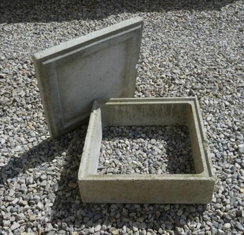 rehausse regard couvercle b ton 70 x 70 bourseul 22130. Black Bedroom Furniture Sets. Home Design Ideas