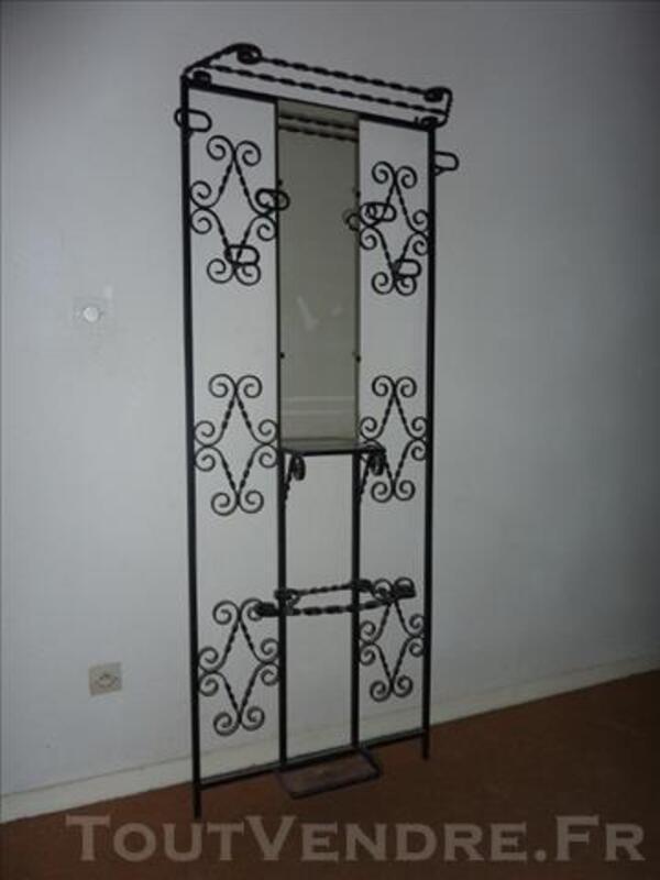 vestiaire porte manteaux avec miroir ann e 70 fer forg poudis 81700. Black Bedroom Furniture Sets. Home Design Ideas